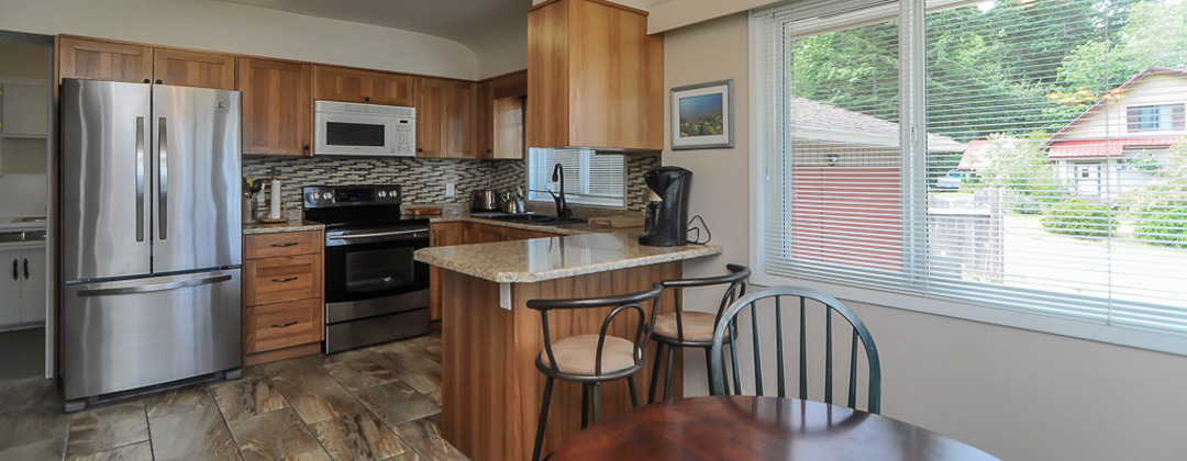 Fully equipped Kitchen - seats seven